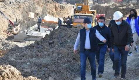 Шымкент: Қала әкімі Қонаев – Рысқұлов қиылысындағы жолайрық құрылысын бақылады