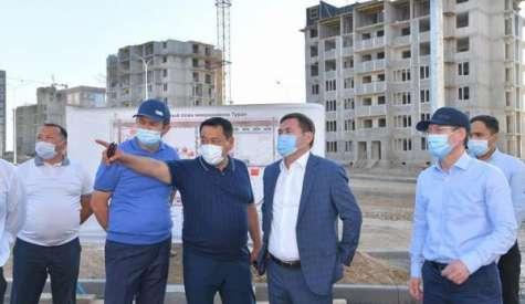 Мурат Айтенов посетил объекты строительства в микрорайоне «Туран»