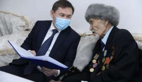 В Шымкенте ветеранам ВОВ вручили по 1 миллиону тенге
